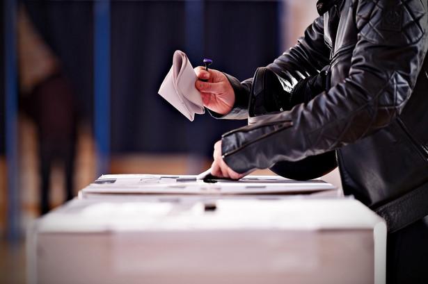 O tym, że 18 marca odbędą się wybory, przypominają SMS-y rozsyłane w imieniu Centralnej Komisji Wyborczej (CKW).