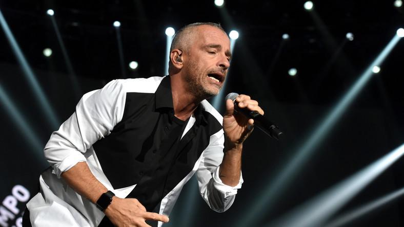 """Eros Ramazzotti zaserwował polskiej publiczności swoje najpopularniejsze ballady oraz nowe utwory z wydanego w maju 2015 roku albumu """"Perfecto""""."""