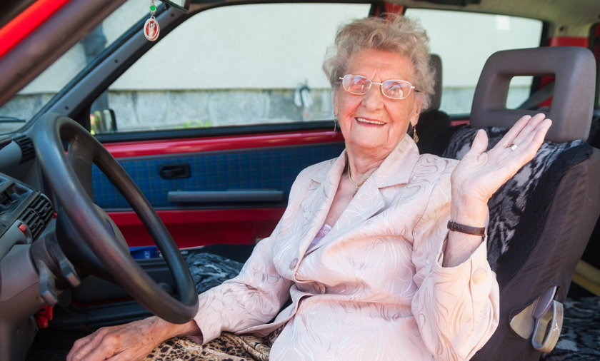 babcia za kierownica