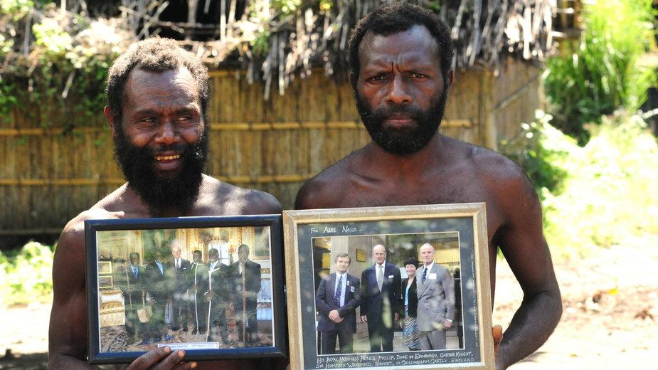 Członkowie ruchu ze zdjęciami księcia Filipa