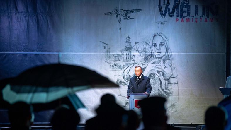 Prezydent RP Andrzej Duda podczas wystąpienia na placu Legionów w Wieluniu