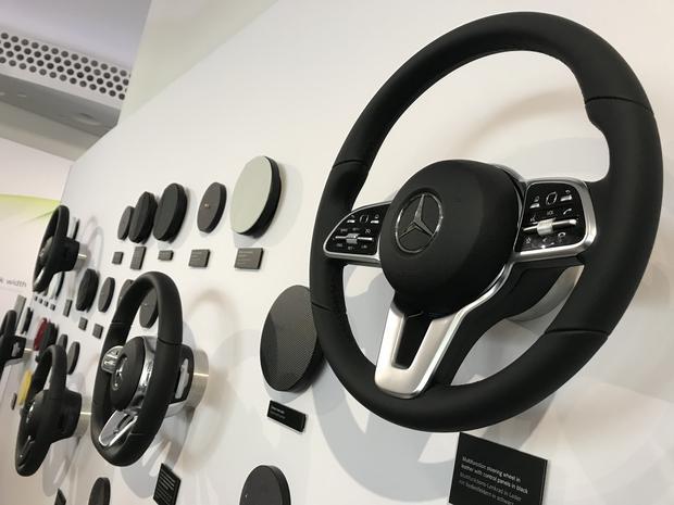 Wielofunkcyjne kierownice z Klasy S dostępne będą w kilku wersjach. Mercedes obiecuje bardzo wysoką jakość materiałów i wykończenia. Mercedes Klasy A