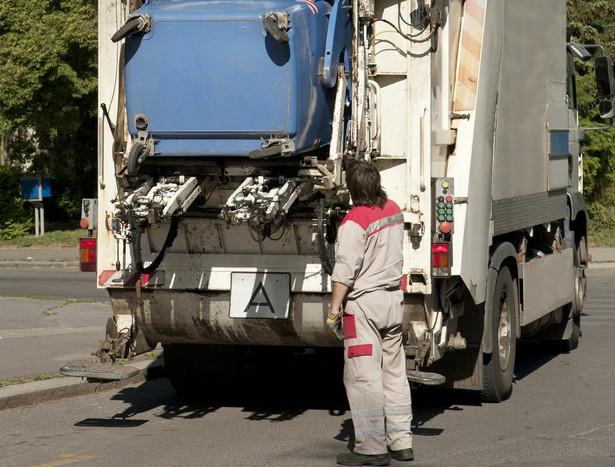 Firmy realizujące odbiór odpadów obawiają się, że działania samorządów, które chcą realizować zadania za pomocą własnych spółek, doprowadzą do jeszcze większego ograniczenia liczby podmiotów na rynku
