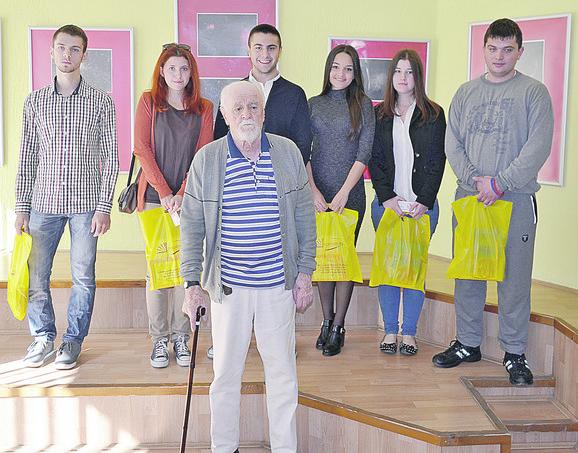 Đura Mijatov sa ovogodišnjim stipendistima