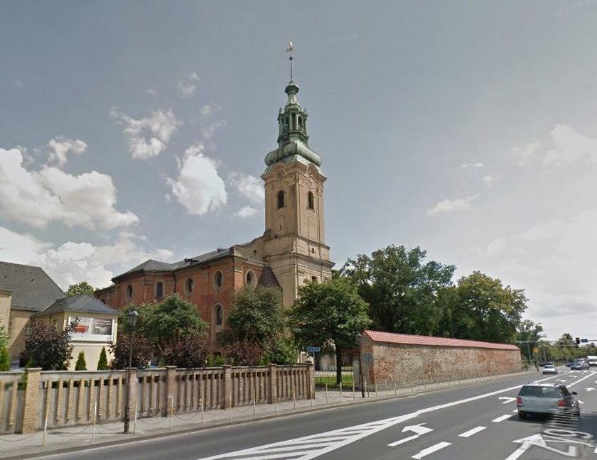 Złapano nastolatka, który zgwałcił 60-latkę w kościele