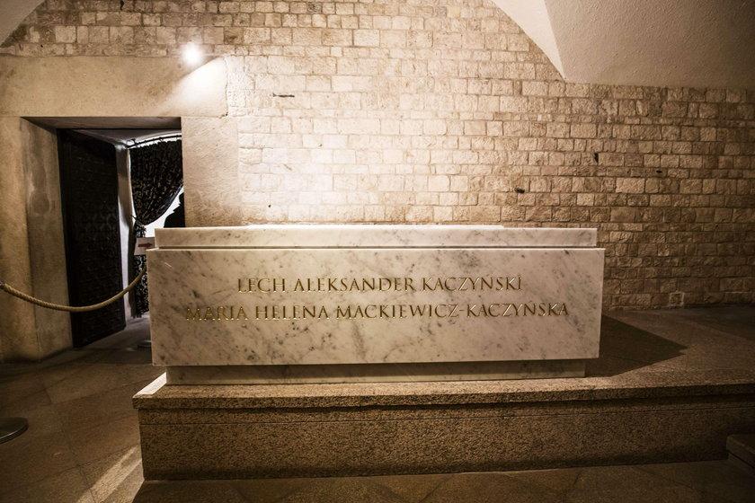 Jarosław Kaczyński chciał, aby sarkofag wyglądał jak ten JPII?
