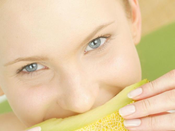 Vreme je za DINJE: Kako da odaberete NAJSLAĐU i koja je razlika između ANANAS i ŽUTE dinje?