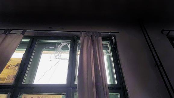 Prozori ne dihtuju, hladnoća probija u učionice