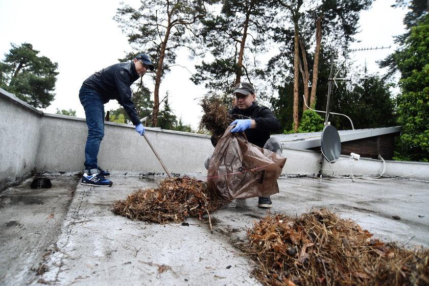 Dariusz Joński i Michał Sczerba wysprzątali z zewnątrz i wewnątrz dom w podwarszawskim Komorowie.