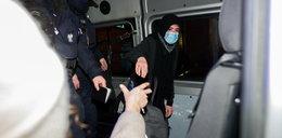 Policjant złamał rękę protestującej dziewczynie? Szokujące sceny w Warszawie. Jest komentarz policji