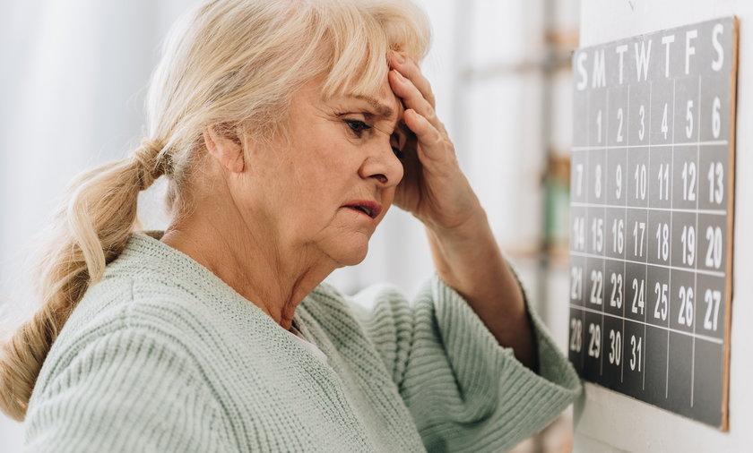 Objawy udaru. Co go zapowiada? Okazuje się, że znakami ostrzegawczymi mogą być kłopoty z pamięcią, koncentracją i dokładnością.