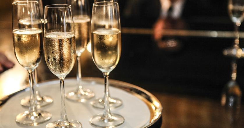 Czym się różni prawdziwy szampan od wina musującego?