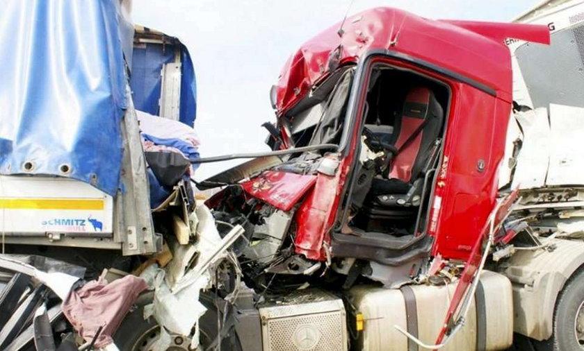 Koszmar! Białoruski kierowca tira zmiażdżył kobietę na drodze! Dużo zdjęć