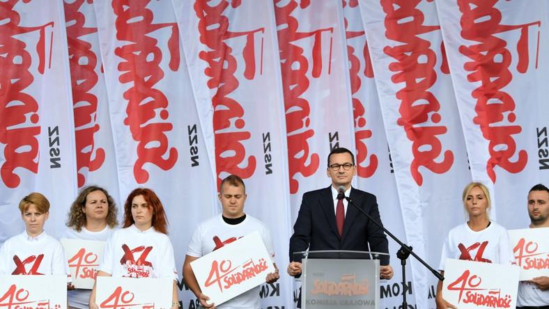 Premier RP Mateusz Morawiecki przemawia na placu Solidarności w Gdańsku