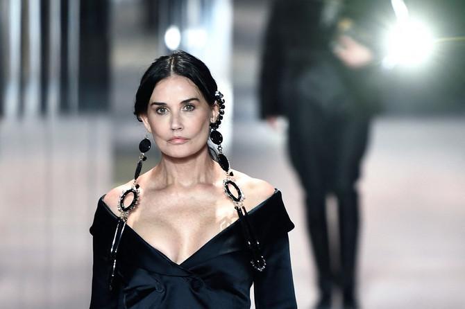 """Demi Mur na reviji modne kuće """"Fendi"""" na Pariskoj nedelji mode krajem januara ove godine"""