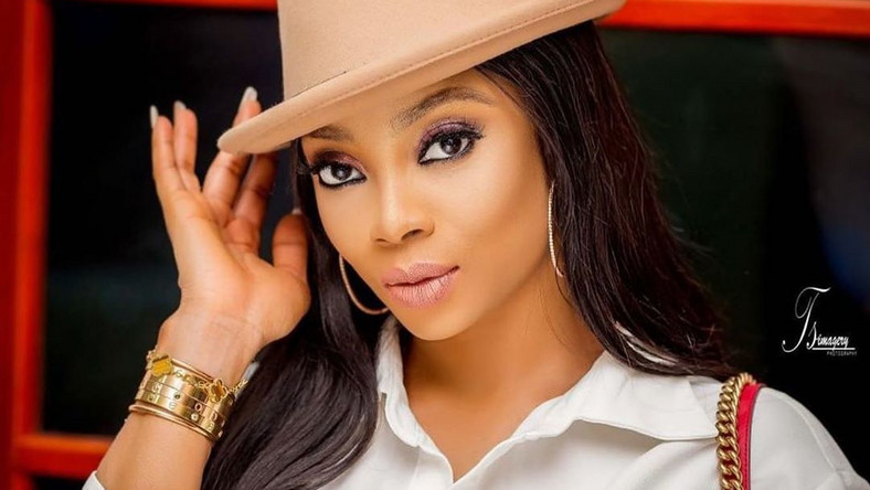 Toke Makinwa wants everyone to know that she is single for a particular reason even though she not against the idea of getting married [Instagram/TokeMakinwa]