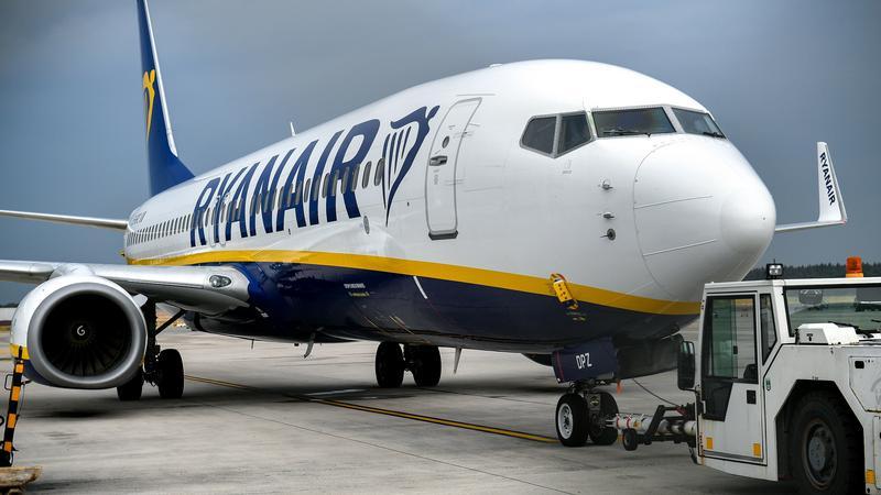 epa06937647 - GERMANY TRANSPORT RYANAIR (Irish low-cost airline Ryanair pilots in Germany on strike)