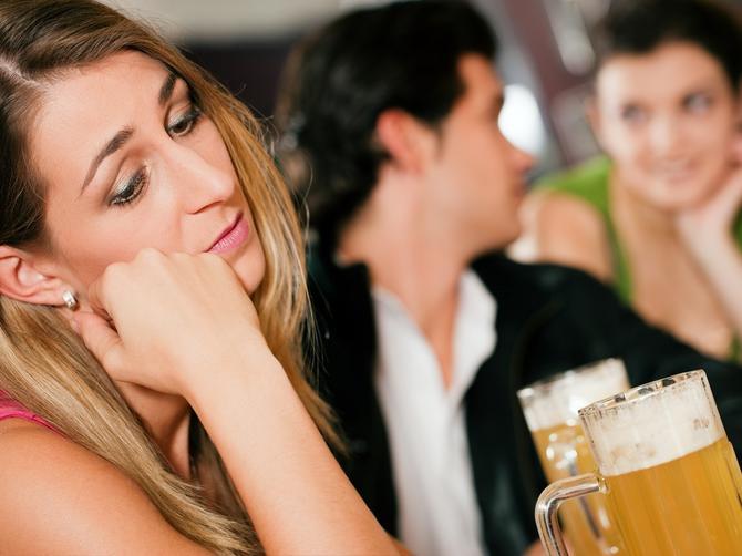 Muž ju je VARAO, ali je OSTALA sa njim: Da li je postupila ISPRAVNO?
