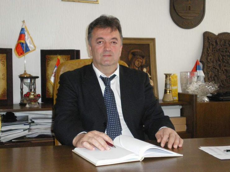 Da li je sudstvo + politika = MAFIJA? Iako je bilo puno dokaza, odbačene prijave i žalbe za seksualno napastvovanje protiv visokog funkcionera SNS-a i predsednika Opštine Brus Milutina Jeličića Jutke!