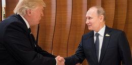 Trump poklepuje się z Putinem. Widać, że się lubią
