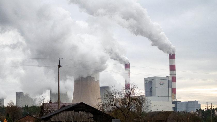 Pożar elektrowni Bełchatów w Rogowcu. Strażacy opanowali ogień