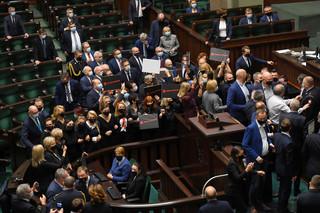 KO domaga się zwołania nadzwyczajnego posiedzenia Sejmu, by zająć się pomocą dla przedsiębiorców