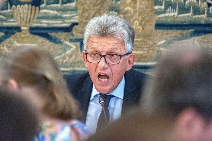 """Tajemnicza """"pani prezes"""". Z kim rozmawiał Piotrowicz?"""