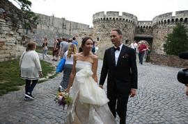 Kad je podigla venčanicu, pokazala je DETALJ koji je ZA APLAUZ