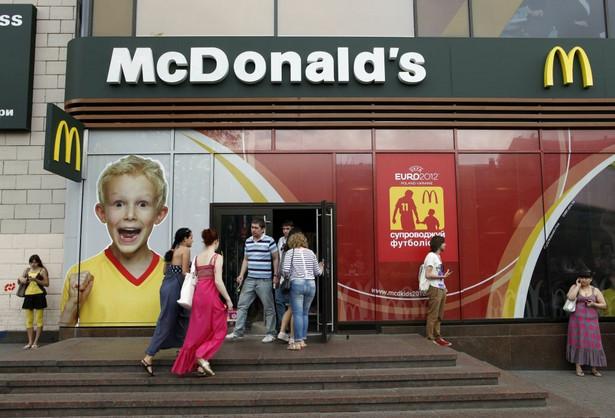1. McDonald's - 73 proc. usatysfakcjonowanych klientów. McDonald's już 3 raz z rzędu zajmuje 1. miejsce w tym niechlubnym rankingu.