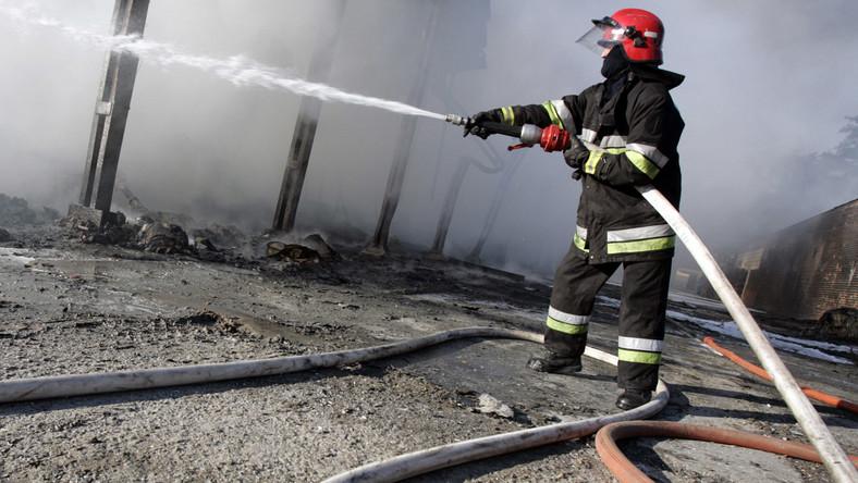 Spłonął drewniany dom. Nie wszystkich zdążyli ewakuować