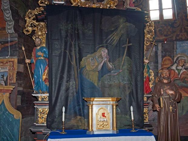 Kurtyny wielkopostne w kościele w Orawce