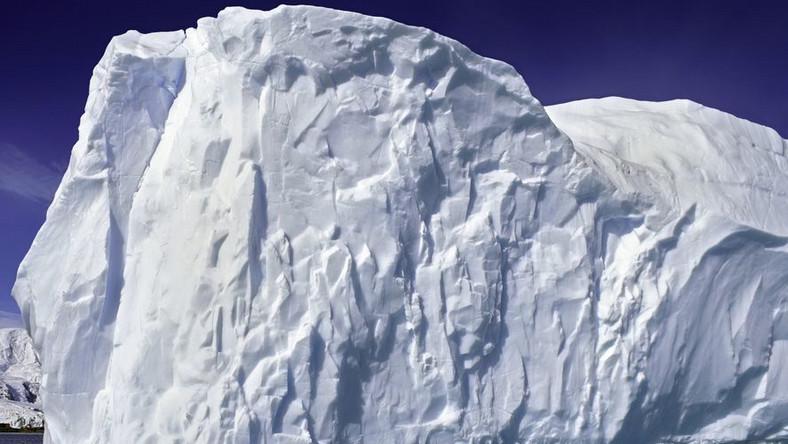 Gigantyczna góra lodowa z Grenlandii dopływa do Kanady