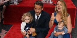 Ryan Reynolds: Pokazał córeczkom, jaki jest sławny