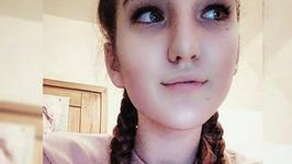 Córka znanej piosenkarki już nie jest małą dziewczynką. Podobna do sławnej mamy?