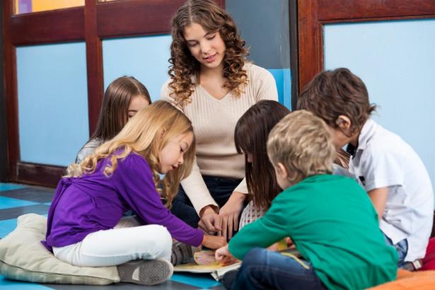 Wnioski o przyjęcie dziecka do przedszkola lub pierwszej klasy można było składać lub wysyłać mailem do poprzedniego piątku, 20 marca, do godz. 16. Z wnioskiem należało złożyć lub przesłać także potrzebne oświadczenia.