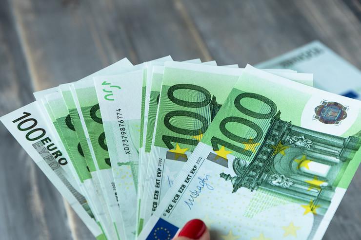 100 evra novac evri