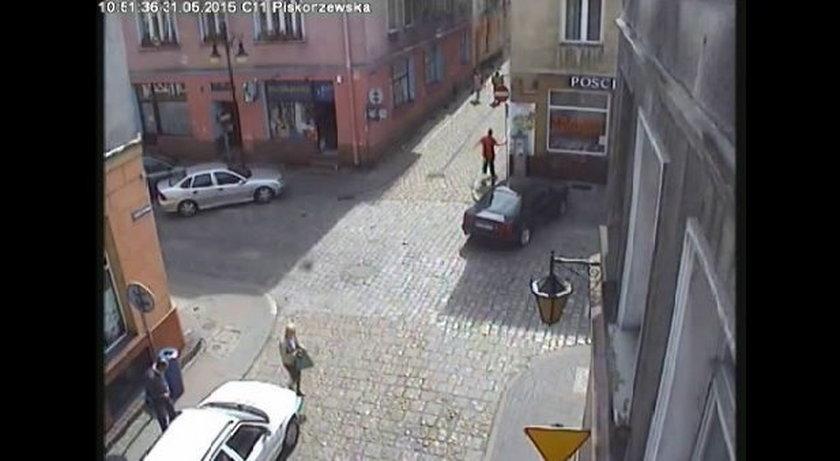 Nożownik na rowerze gonił przechodniów po centrum Kalisza