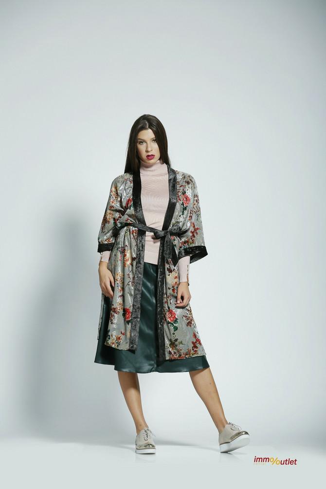 """Rolka """"Marx"""", 3.999 din, kimono i suknja """"Attrattivo"""", 6.150 i 4.690 din, cipele """"Nine west"""", 12.990 din"""