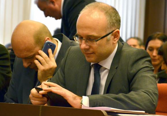Planirana kupovina mobilnih telefona od kojih su neki skuplji od 60.000 dinara