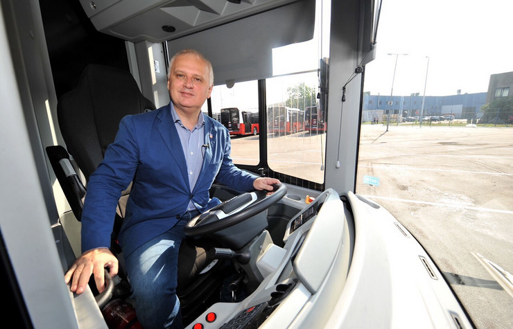 vesic autobusi