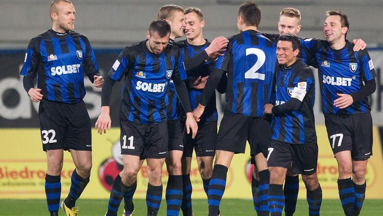 Piłkarze Zawiszy Bydgoszcz cieszą się z bramki podczas rewanżowego meczu ćwierćfinałowego Pucharu Polski z Górnikiem Zabrze