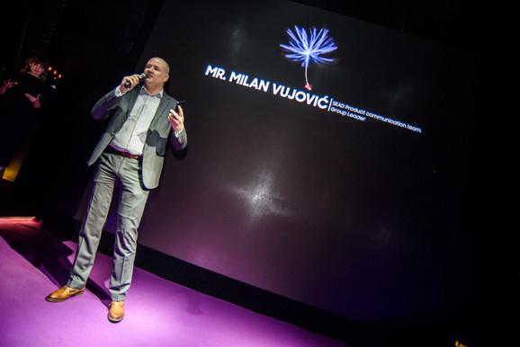 Milan Vujović ispred kompanije Samsung na predstavljanju noih modela u Beogradu