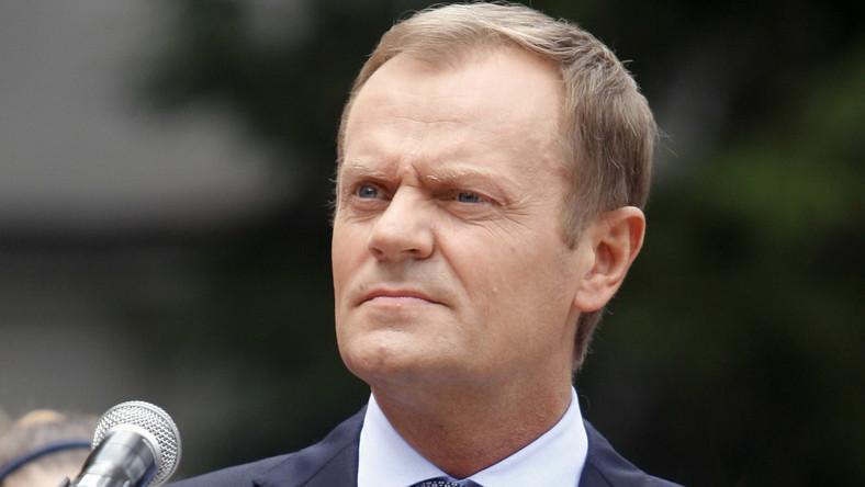 Czy premier, składając zeznania w sprawie organizacji lotu prezydenta Lecha Kaczyńskiego do Smoleńska w kwietniu 2010 roku, minął się z prawdą?