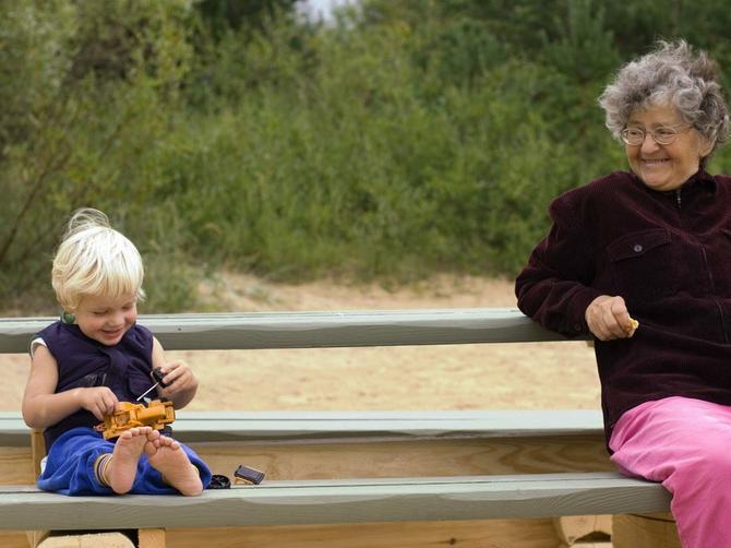 Da li roditelji stvarno imaju obavezu da čuvaju VAŠU decu? A šta kada bi vam za tu uslugu tražili novac?