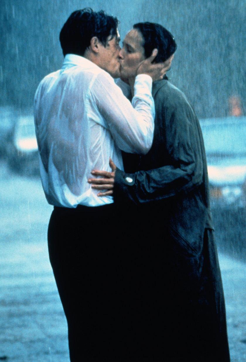 "Hugh Grant i Andie Macdowell w ""Cztery wesela i pogrzeb"""