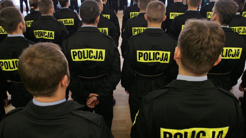 Komendanci policji wyłudzali mieszkania