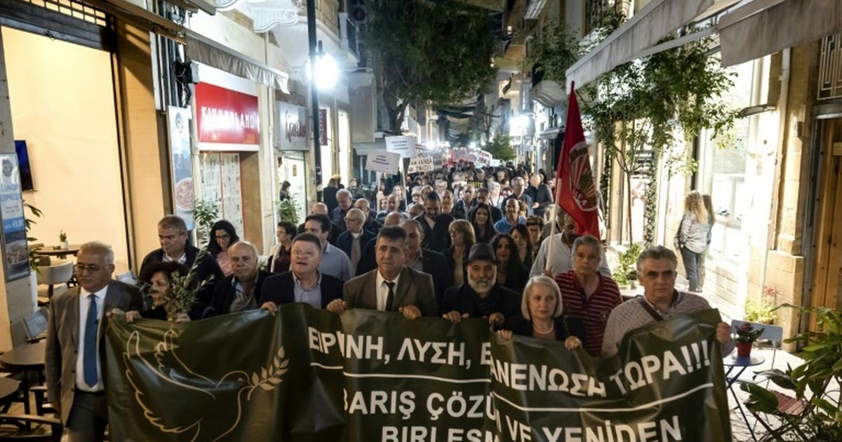 Cypriots from both sides rally for reunification