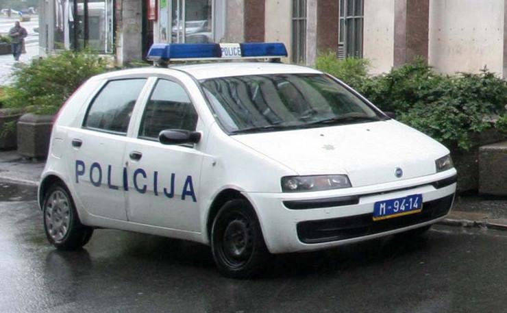 51504_1027-policijsko-vozilo