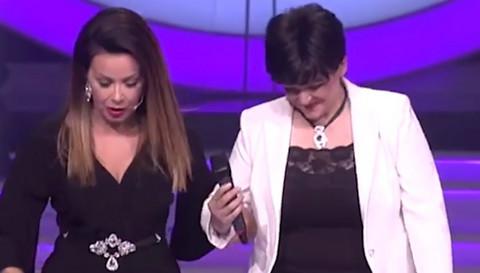 """NIJE MOGLA DA VERUJE: Takmičarku šoua """"Nikad nije kasno"""" SKLONILI sa bine zbog LEPE BRENE! (VIDEO)"""