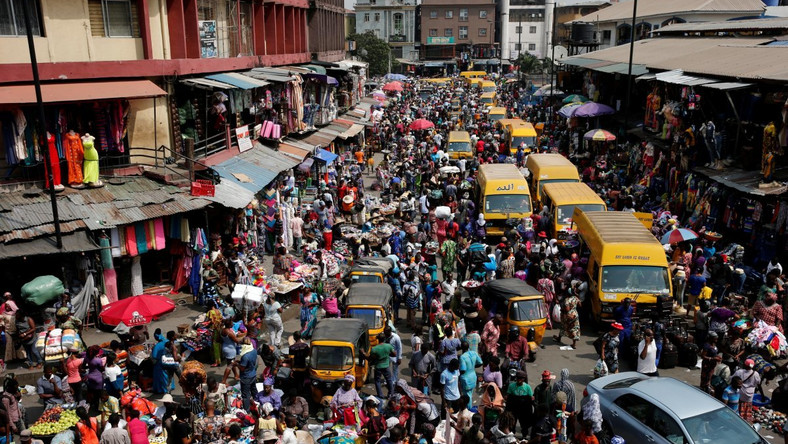 People crowd a street in Lagos ahead of Christmas in 2016 (Punch).